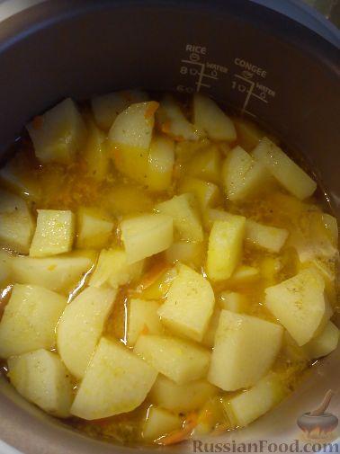 Фото приготовления рецепта: Картошка, запечённая с цветной капустой, грибами и сладким перцем, в рукаве - шаг №2