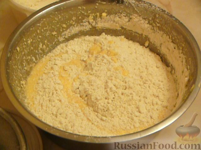 Фото приготовления рецепта: Шоколадно-апельсиновый кекс с орехами - шаг №4