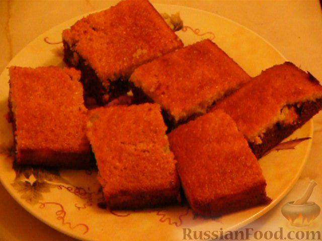 Фото приготовления рецепта: Шоколадно-апельсиновый кекс с орехами - шаг №10