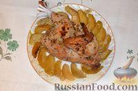 Фото к рецепту: Пикантная курочка с яблоками, запеченная в рукаве