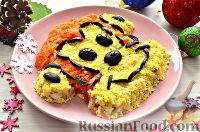 """Фото к рецепту: Салат """"Обезьянка"""" (с курицей, яйцами, овощами)"""