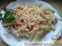 Фото к рецепту: Макароны с сыром и томатным соусом