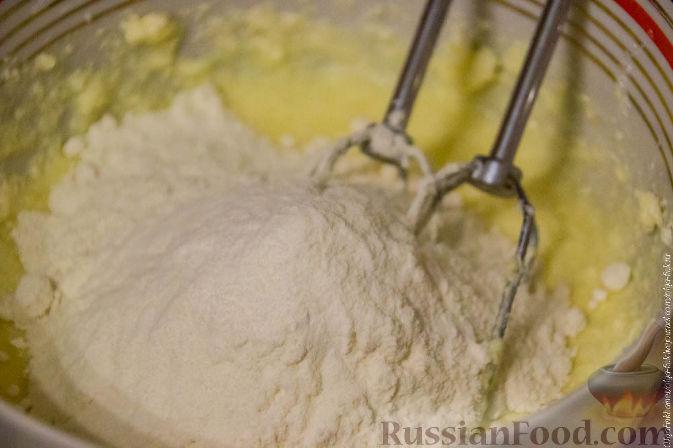 Фото приготовления рецепта: Рождественский кекс с мандаринами - шаг №7