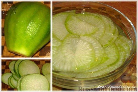 Фото приготовления рецепта: Салат из редьки с курицей - шаг №3