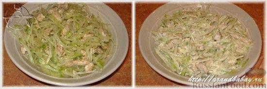 Фото приготовления рецепта: Салат из редьки с курицей - шаг №8