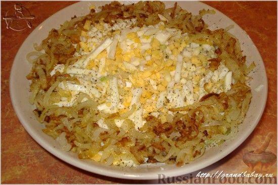 Фото приготовления рецепта: Салат из редьки с курицей - шаг №9