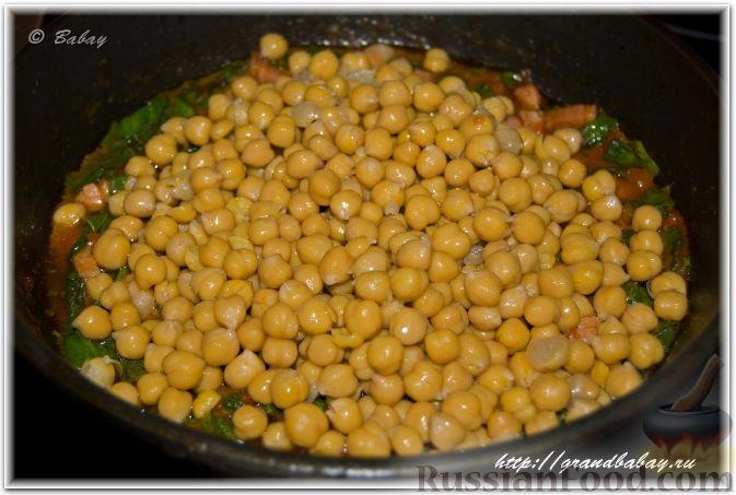 Фото приготовления рецепта: Свекольные оладьи с творогом и яблоком - шаг №15