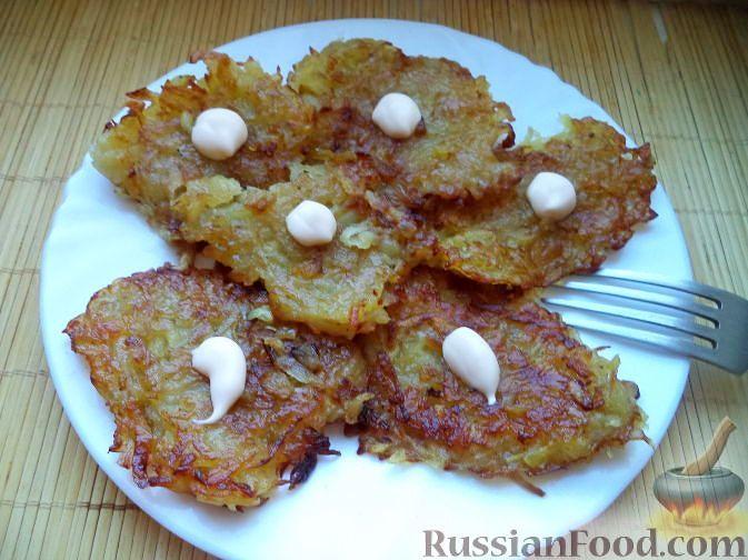 Фото приготовления рецепта: Куриная печень с тыквой, яблоками, вином и корицей - шаг №4