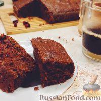 Фото к рецепту: Шоколадный манный пирог с брусникой