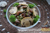 Фото к рецепту: Салат из фасоли с грибами
