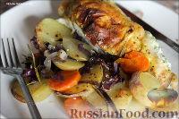 Фото к рецепту: Куриные грудки со сметаной и зеленью, запеченные с овощами