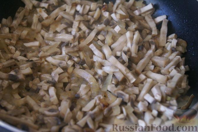 Фото приготовления рецепта: Отварной картофель с творогом, зеленью и чесноком - шаг №4