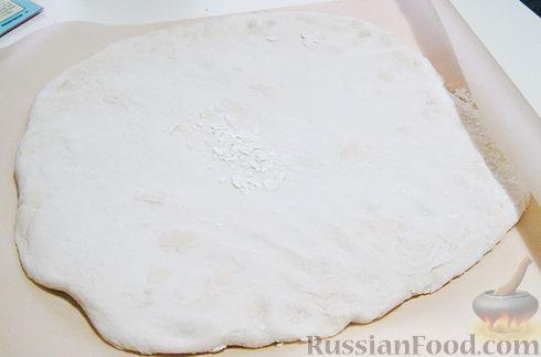 Фото приготовления рецепта: Рулетики из куриного филе, с сыром, беконом и маринованными огурцами - шаг №9