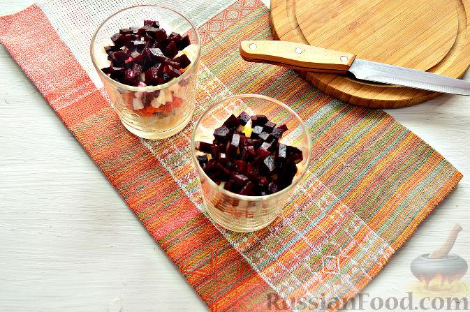 Фото приготовления рецепта: Рулетики из индейки с грибами, яйцами и сыром, запечённые в сметане - шаг №3