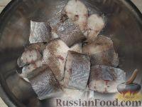 Фото приготовления рецепта: Хек, жаренный в сметане - шаг №3