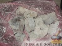 Фото приготовления рецепта: Хек, жаренный в сметане - шаг №4