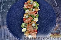 Фото к рецепту: Салат с курицей и сырными шариками