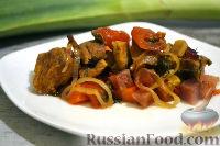 Фото к рецепту: Мясо, тушенное с овощами в духовке