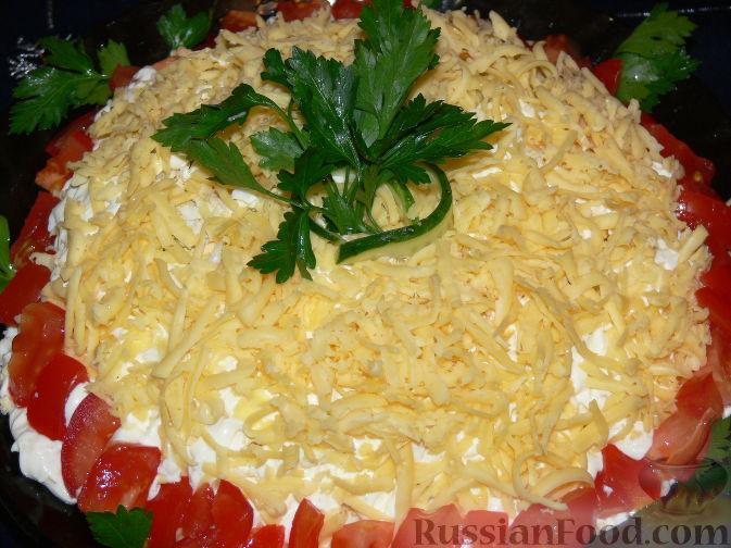 Фото приготовления рецепта: Слоеный салат с крабовым мясом - шаг №9
