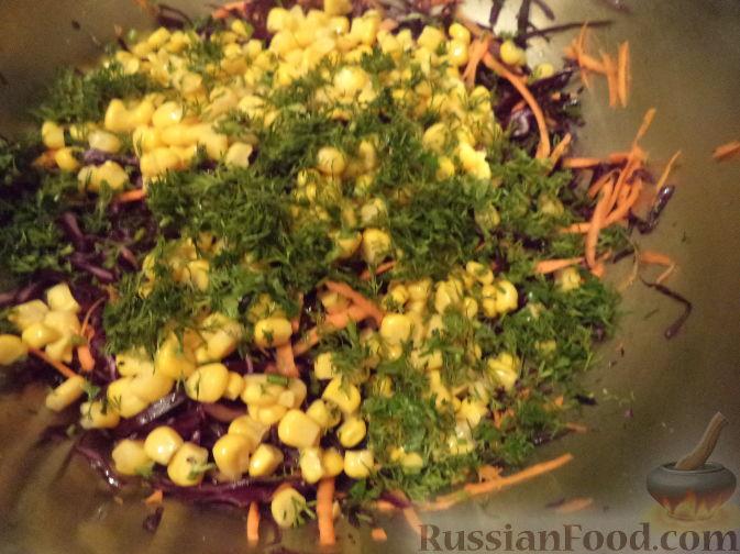 Фото приготовления рецепта: Картошка, тушенная с мясом и вёшенками - шаг №4