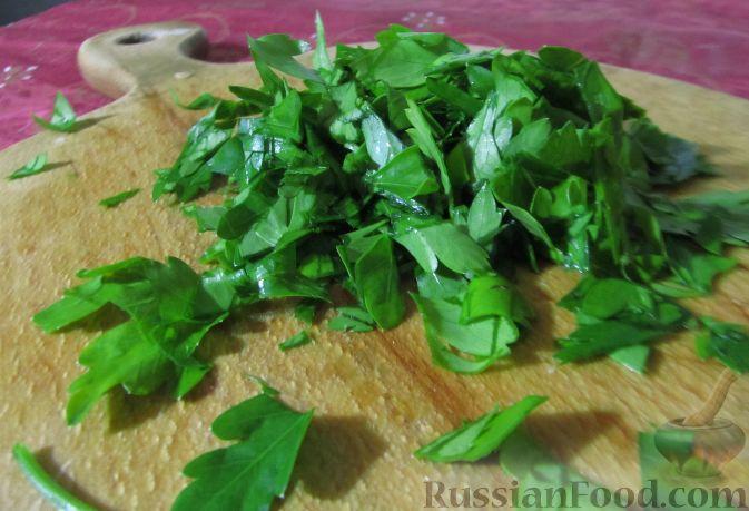Фото приготовления рецепта: Витаминный салат из кольраби - шаг №4