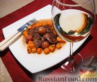 Фото к рецепту: Куриная печень с виноградом и жареным луком