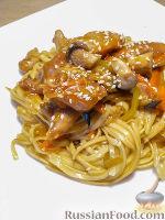 Фото к рецепту: Кисло-сладкая лапша со свининой и овощами