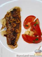 Фото к рецепту: Рыба с обжаренным чесноком и уксусной заправкой