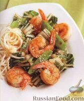 Фото к рецепту: Креветки, жаренные со стручковым горошком