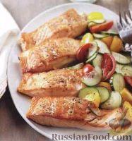 Фото к рецепту: Жареный лосось с овощным салатом
