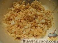 Фото приготовления рецепта: Салат из кукурузы с сыром - шаг №8