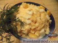 Фото приготовления рецепта: Салат из кукурузы с сыром - шаг №9
