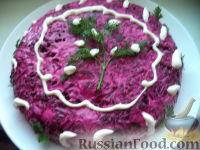 Фото к рецепту: Салат с куриной печенью, свеклой и солеными огурцами