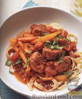 Фото к рецепту: Паста с соусом из свиного филе и овощей (в венгерском стиле)