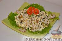 Фото к рецепту: Салат из кальмаров с грибами
