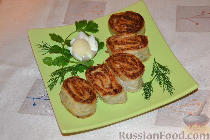 Фото приготовления рецепта: Куриный суп с помидорами и яйцами - шаг №6