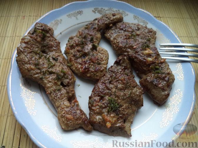 Фото приготовления рецепта: Салат из фасоли с соленым огурцом - шаг №7