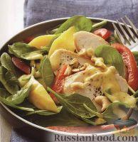 Фото к рецепту: Куриный салат с болгарским перцем и манго