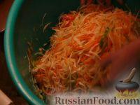 """Фото приготовления рецепта: Салат из капусты """"Витаминный"""" - шаг №7"""