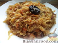 Фото к рецепту: Капуста тушеная с мясом и черносливом