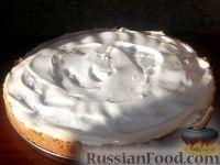 Фото к рецепту: Вишневый пирог с безе
