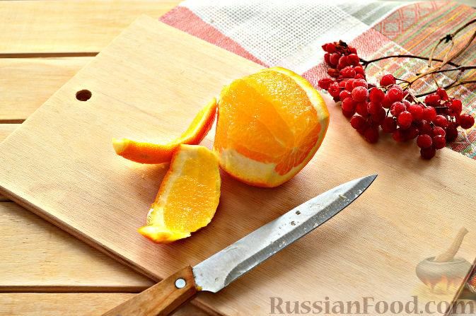 Фото приготовления рецепта: Капустный салат с апельсином и калиной - шаг №4