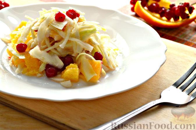 Фото приготовления рецепта: Капустный салат с апельсином и калиной - шаг №9