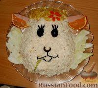 """Фото к рецепту: Салат """"Овечка"""" с крабовыми палочками"""