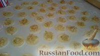 Фото приготовления рецепта: Домашние вареники с картошкой и кислой капустой - шаг №21