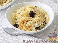 Фото к рецепту: Салат с фасолью, пекинской капустой и оливками