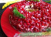 """Фото к рецепту: Салат """"Гранатовый браслет"""" с сердцем"""