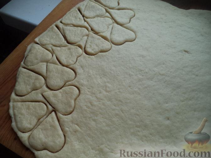 Фото приготовления рецепта: Цельнозерновые луковые крекеры с кинзой, кунжутом, острым перцем и пряностями - шаг №10