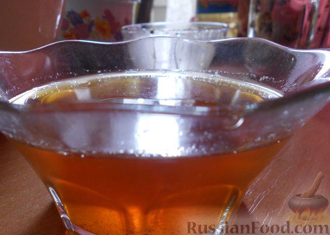 Фото приготовления рецепта: Тёплый салат из куриной печени с яблоком и виноградом - шаг №2