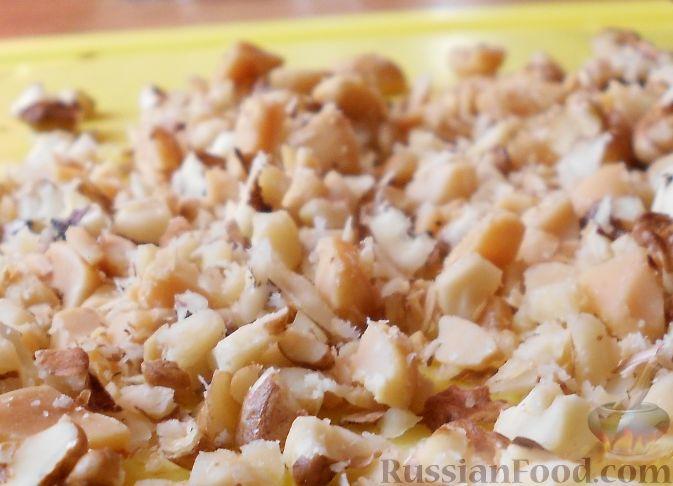Фото приготовления рецепта: Салат из пекинской капусты, с апельсином, яблоком, орехами - шаг №10